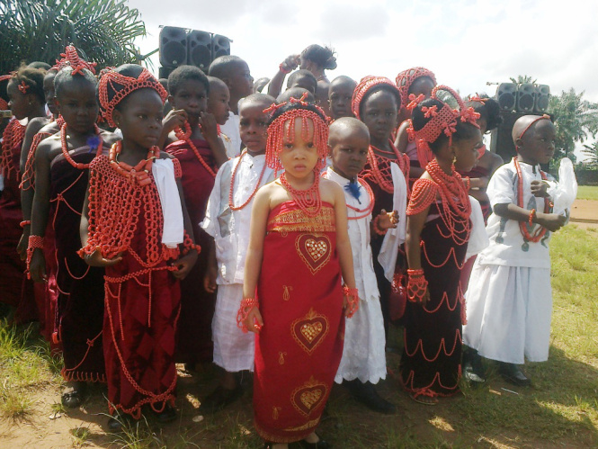 primary-school-students-expressing-their-cultural-inheritance-53